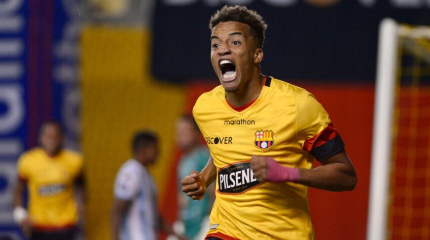 El jugador de Barcelona, Byron Castillo, celebra su gol frente al Guayaquil City en el estadio Monumental, por la Fecha 12 de la LigaPro, el miércoles 9 de diciembre de 2020.