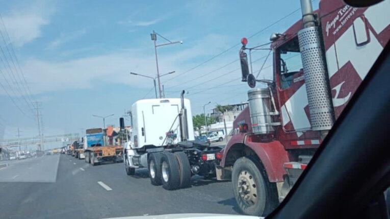 Imagen de archivo de una de las caravanas de camiones, en el sur de Quito, el 9 de diciembre de 2020.