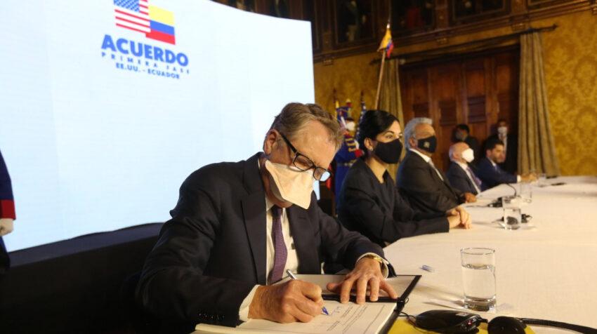 Robert Lighthizer, de la Oficina del Representante de Comercio de los Estados Unidos (USTR), durante la firma del acuerdo de primera fase con Ecuador, el 8 de diciembre de 2020.