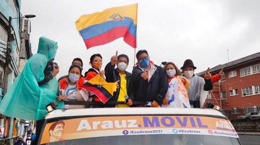 El asambleísta Franklin Samaniego acompaña en un recorrido por Quito al candidato Andrés Arauz.