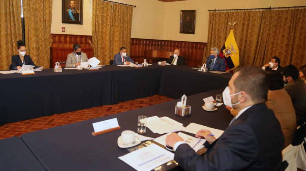 Gobierno tiene atrasos por USD 1.834 millones, pese al apoyo multilateral