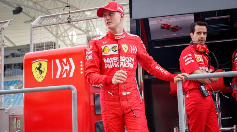 El alemán Mick Schumacher, hijo del heptacampeón mundial de F1 Michael Schumacher, durante su debut en el primer día del test de Fórmula Uno tras el Gran Premio de Baréin, en el circuito de Sakhir, el 2 de abril de 2019.