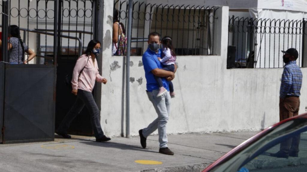 Padres de familia reclaman falta de las principales vacunas para niños