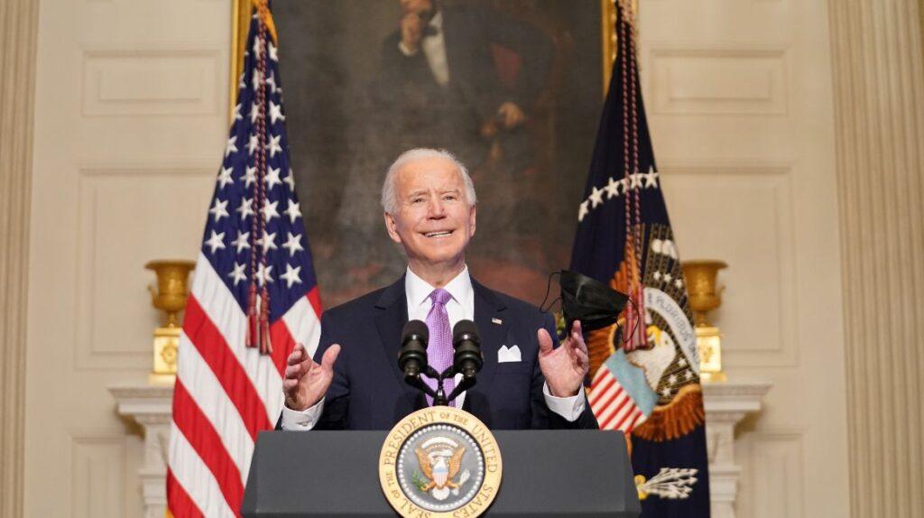 Senado aprueba plan de Biden para inyectar USD 1,9 billones a la economía