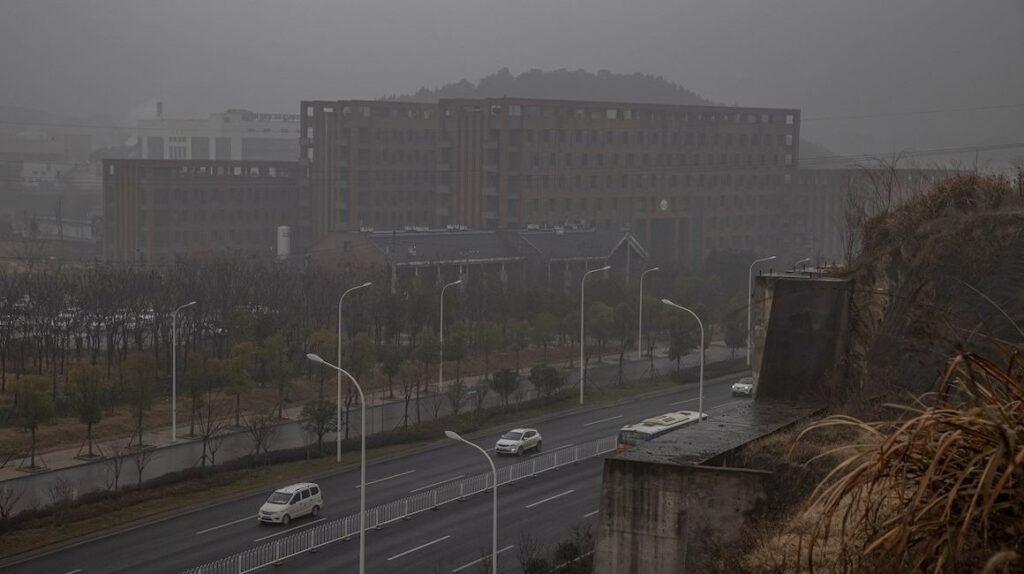 En busca del origen del coronavirus: la OMS inicia su misión en Wuhan
