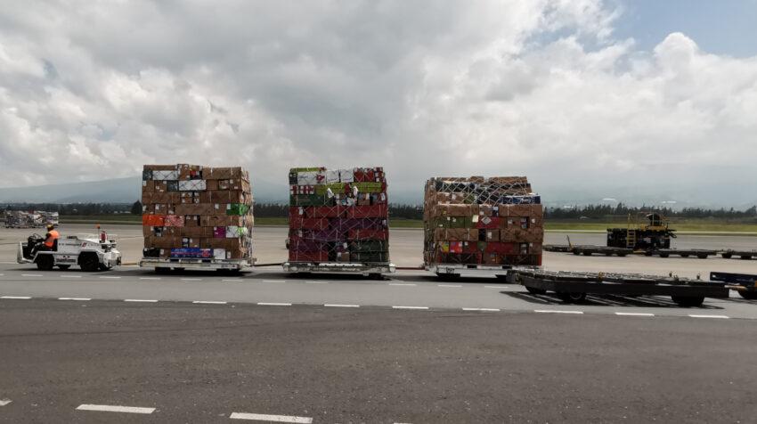 Un pequeño carguero en el aeropuerto Mariscal Sucre de Quito, el 14 de enero de 2021.