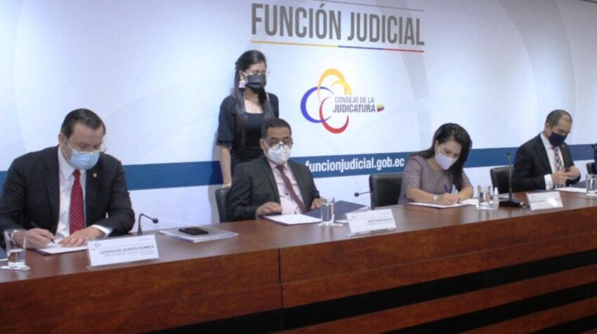 José Suing (segundo desde la izquierda), presidente subrogante de la CNJ, no firmó el acuerdo de creación de la Mesa Anticorrupción.