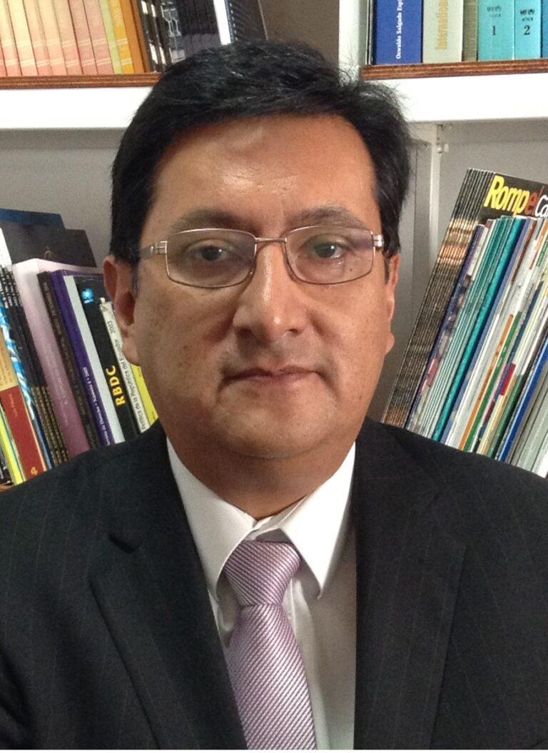Mario Melo, decano de Jurisprudencia de la PUCE.