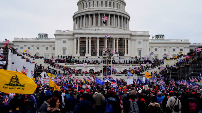 Escenas del asalto de un grupo de seguidores de Donald Trump, al edificio del Congreso de Estados Unidos, en Washington, el 6 de enero de 2020.