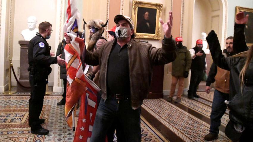 Manifestantes pro-Trump irrumpieron en el Congreso de Estados Unidos, 6 de enero de 2020.