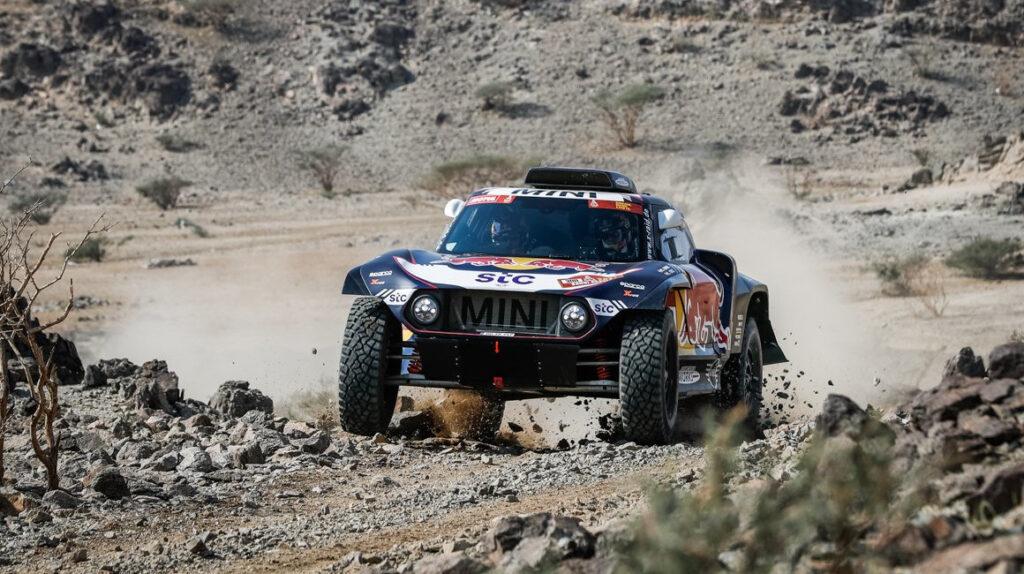 Carlos Sainz gana la primera etapa del Dakar y lidera la general