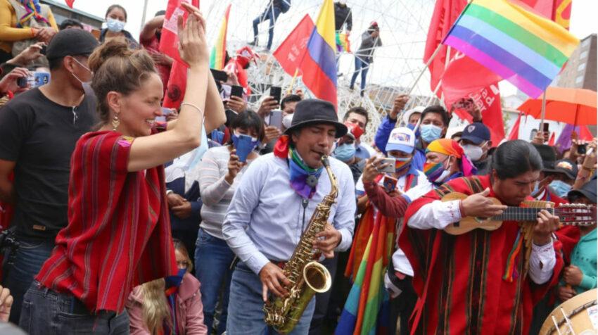 Los seguidores de Pachakutik apoyan a Yaku Pérez en una manifestación en El Arbolito, en Quito, el 26 de febrero de 2021.