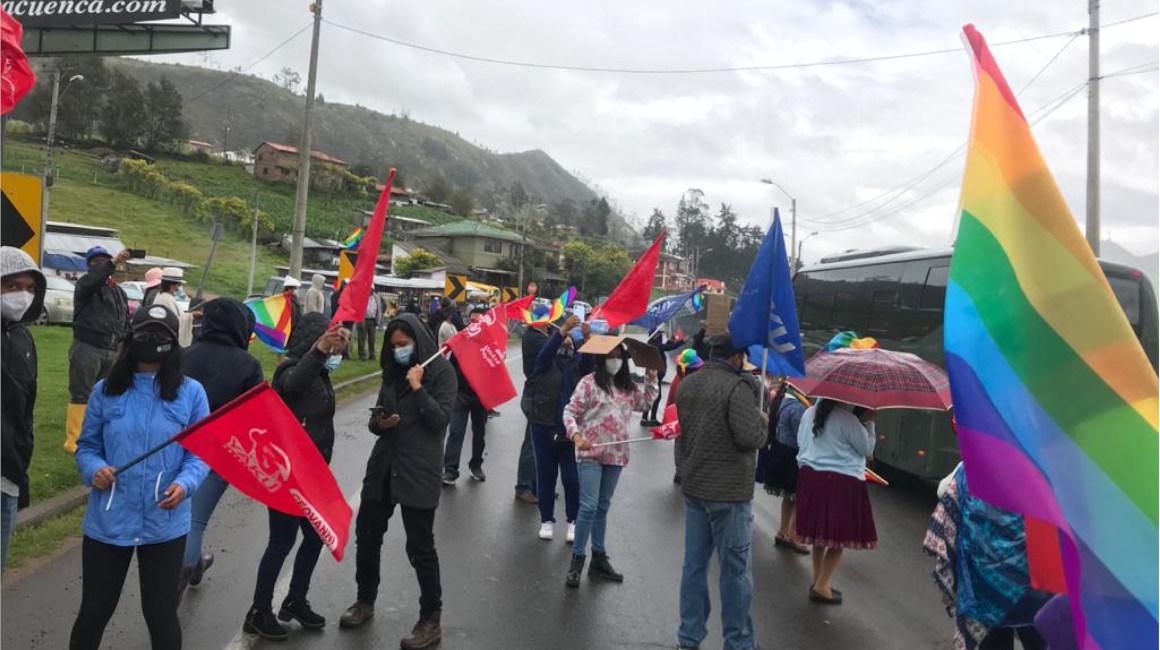 Manifestación de Pachakutik en la Y de Cumbe, la entrada sur de Cuenca, el 26 de febrero de 2021.