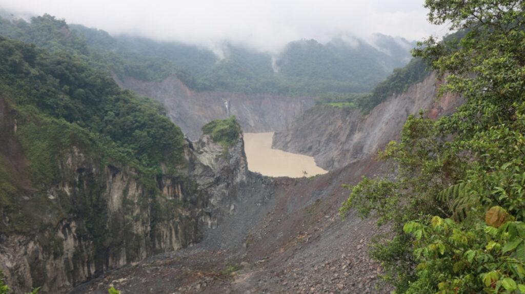 Erosión regresiva: un derrumbe provocó el represamiento del río Coca