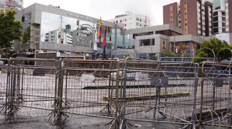 Cerco de seguridad instalado en el Consejo Nacional Electoral el 11 de febrero de 2021.