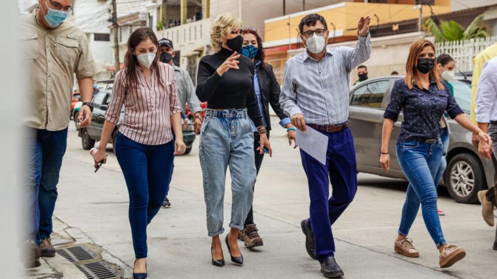 Alcaldesa de Guayaquil pide flexibilizar requisitos para las graduaciones