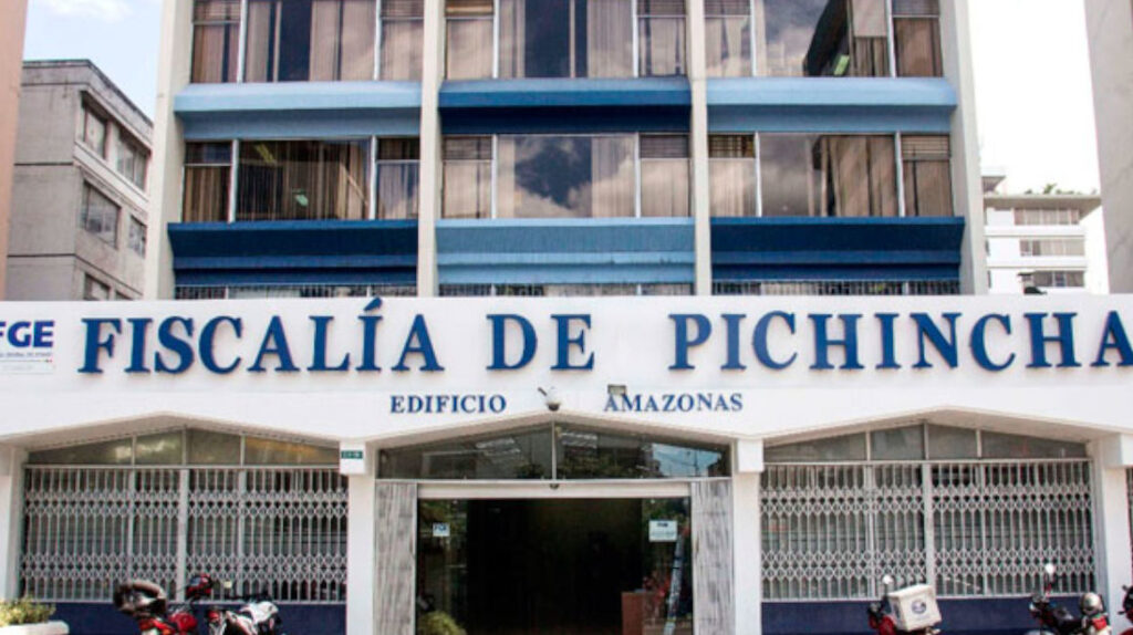 Fiscalía acusa de concusión a dos de sus funcionarios en Pichincha