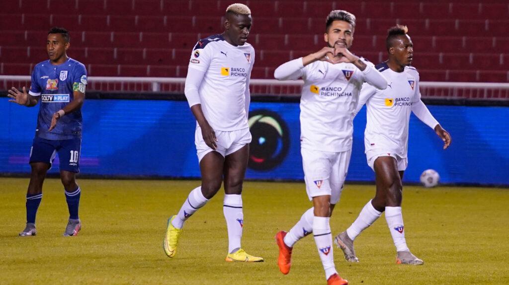 Liga consigue su primera victoria del año con Adolfo Muñoz como figura