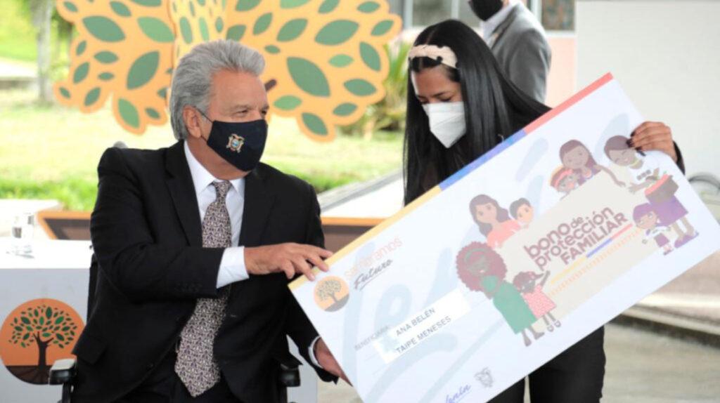 Más de tres millones de ecuatorianos reciben bonos y ayudas sociales