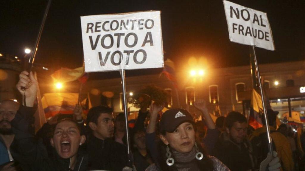 El fantasma del fraude es recurrente en la política ecuatoriana