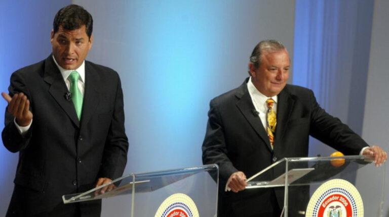 Rafael Correa y Álvaro Noboa, entonces candidatos a la Presidencia, durante el Foro Presidencial Ecuador 2006, televisado en vivo por la cadena CNN de noticias y el canal ecuatoriano Ecuavisa, el jueves 5 de octubre de 2006.