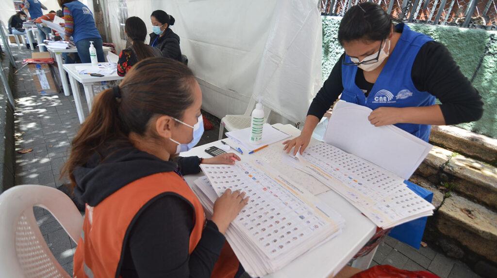 Guayas cierra el escrutinio presidencial; Morona y el exterior, pendientes