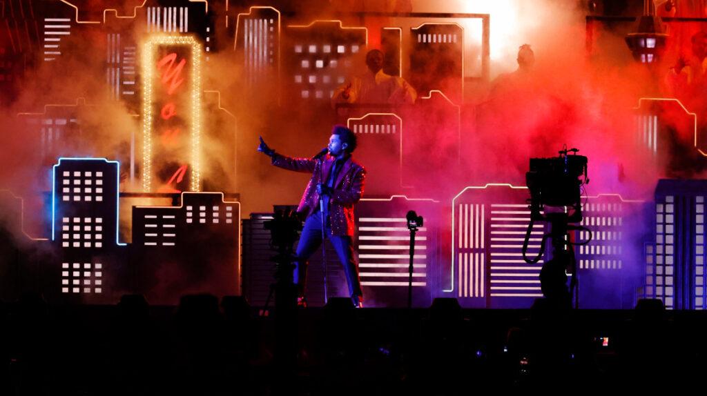 The Weeknd se presentó en el espectáculo más atípico de la historia del Super Bowl
