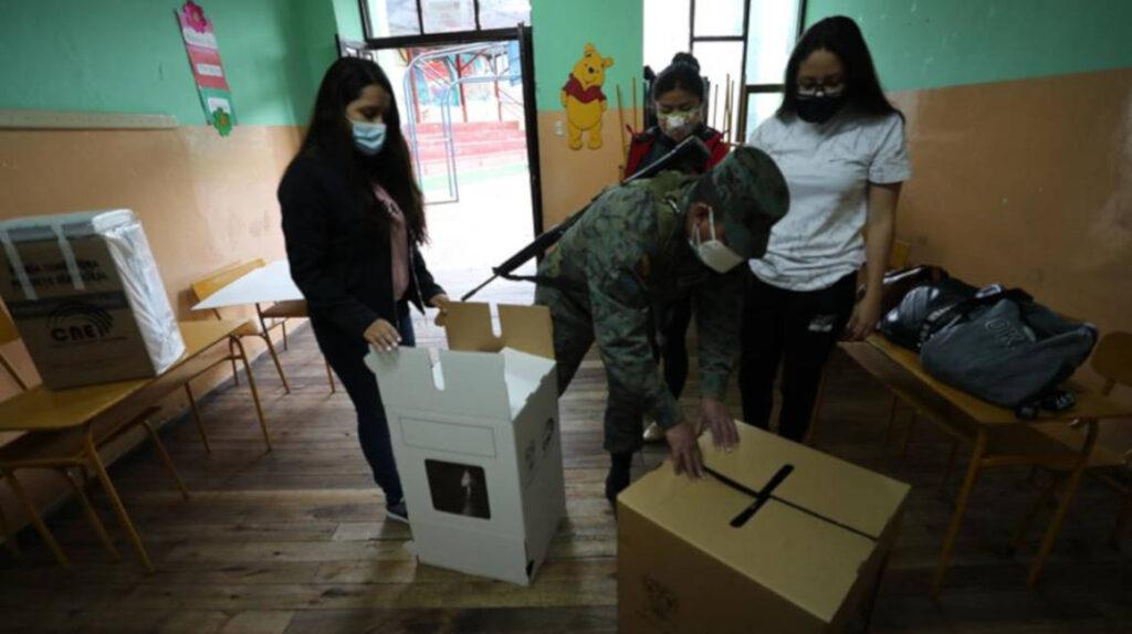 El 17,7% de los ecuatorianos empadronados votó hasta las 09:50