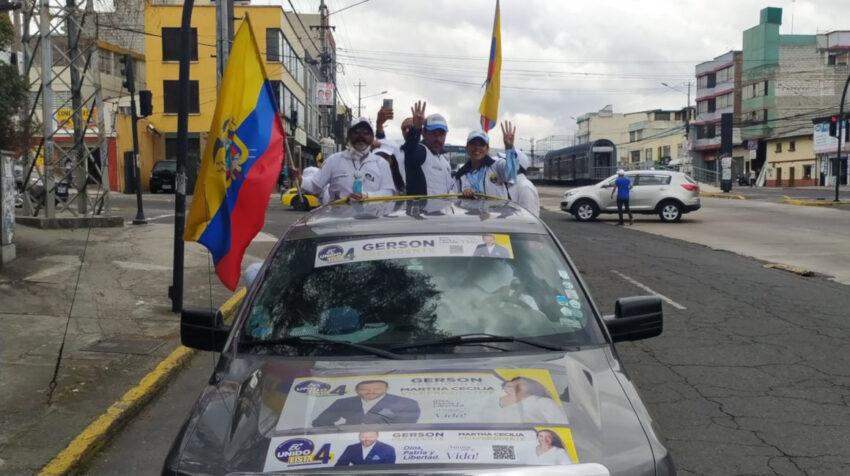 El candidato Gerson Almedia durante su cierre de campaña en Quito el 4 de febrero de 2021.