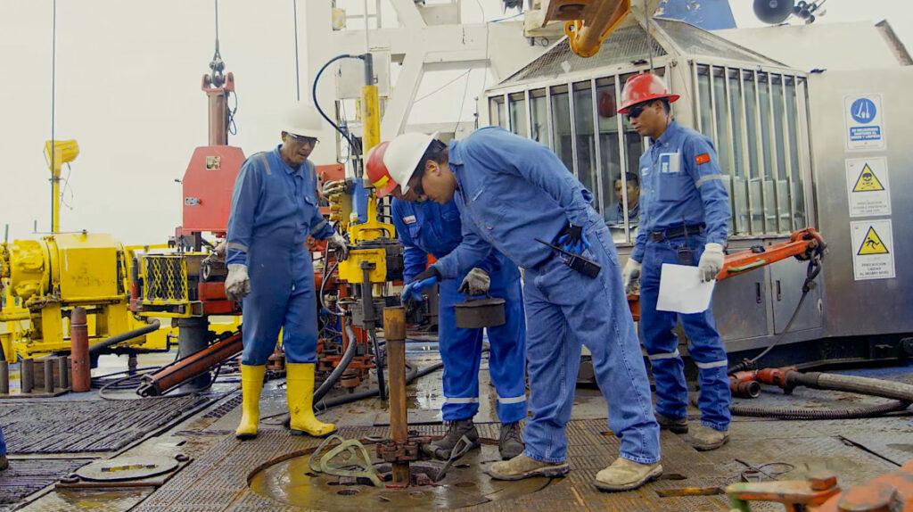 Ecuador tendrá que comprar petróleo para cumplir contratos en 2022