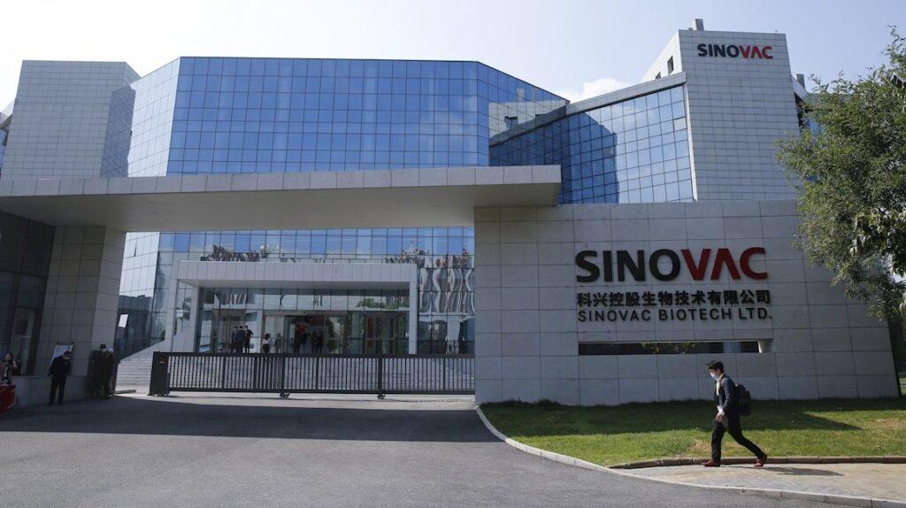China autoriza el uso de Sinovac en menores de tres a 17 años