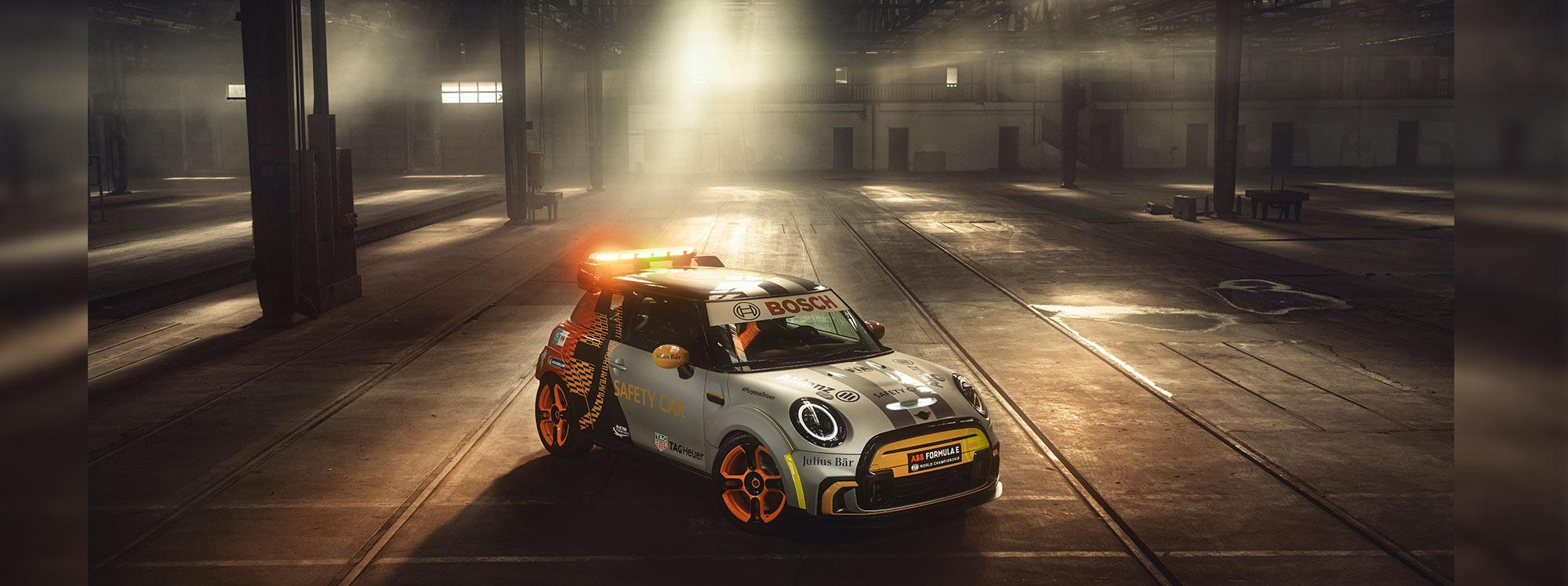 El primer MINI eléctrico es el nuevo vehículo de seguridad de la Fórmula E