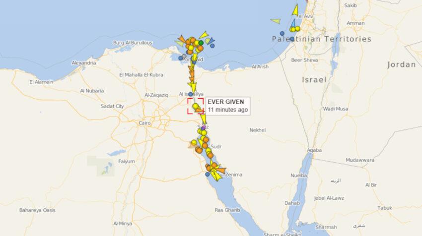 Imagen del Canal de Suez el 29 de marzo de 2021, a las 23:30 hora de Egipto.