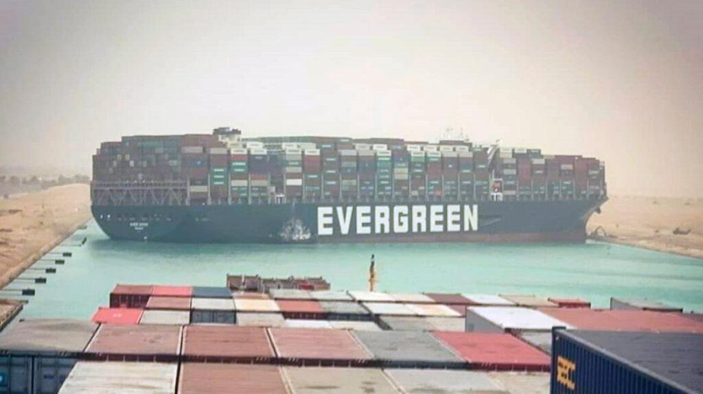 Los bananeros sufren por barco 'mamut' que bloqueó el Canal de Suez