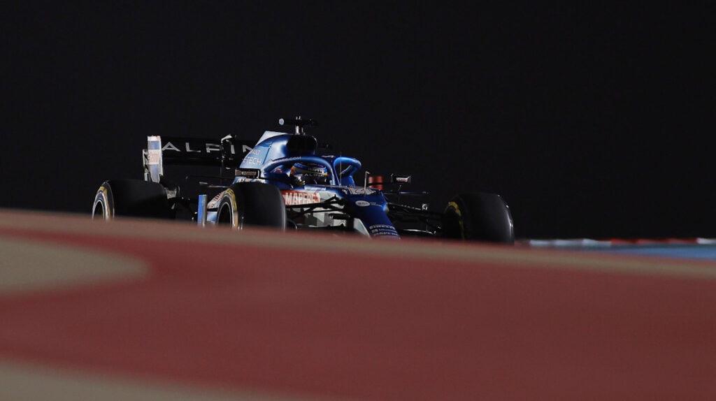 Alonso abandonó el GP de Baréin por un papel de sánduche en el conducto de freno