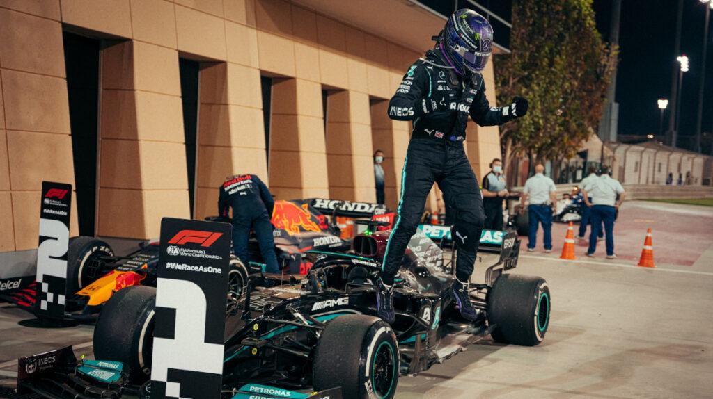 Lewis Hamilton se impone a Max Verstappen en el Gran Premio de Baréin