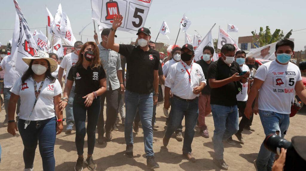 Seis candidatos pugnan por pasar a la segunda vuelta en Perú
