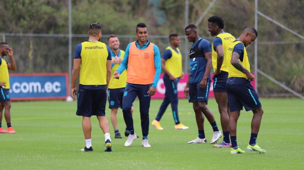 La selección ecuatoriana entrena con plantel completo para la fecha FIFA