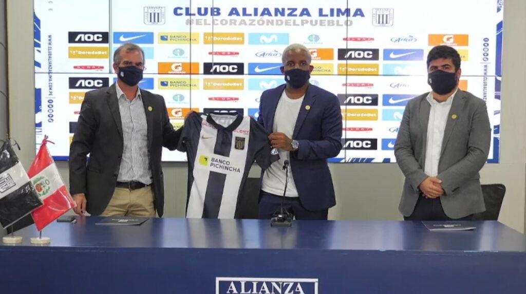 Jefferson Farfán jugará en Alianza Lima junto a Hernán Barcos