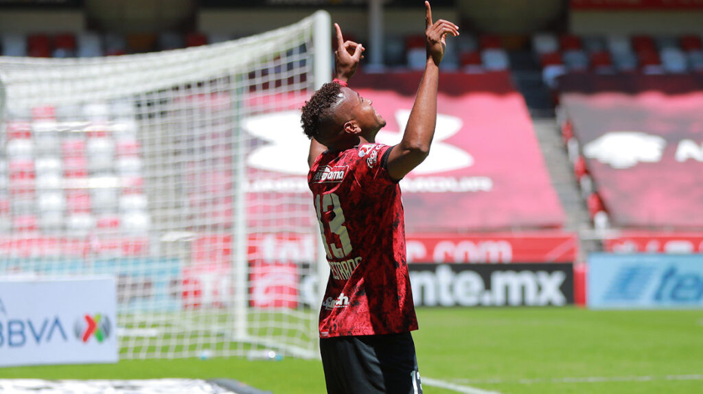 Michael Estrada anota dos goles en el empate 4-4 de Toluca ante Puebla