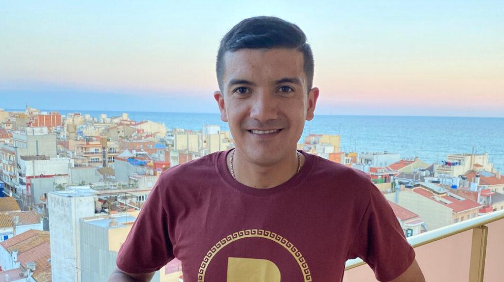 Richard Carapaz recibe el apoyo de ecuatorianos en España