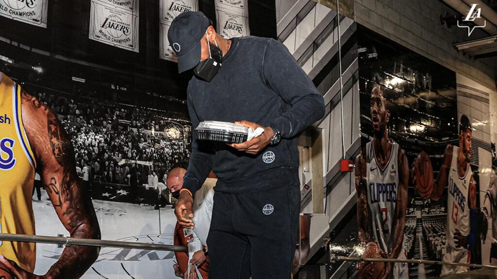 LeBron James sufre una lesión y será baja por tiempo indefinido