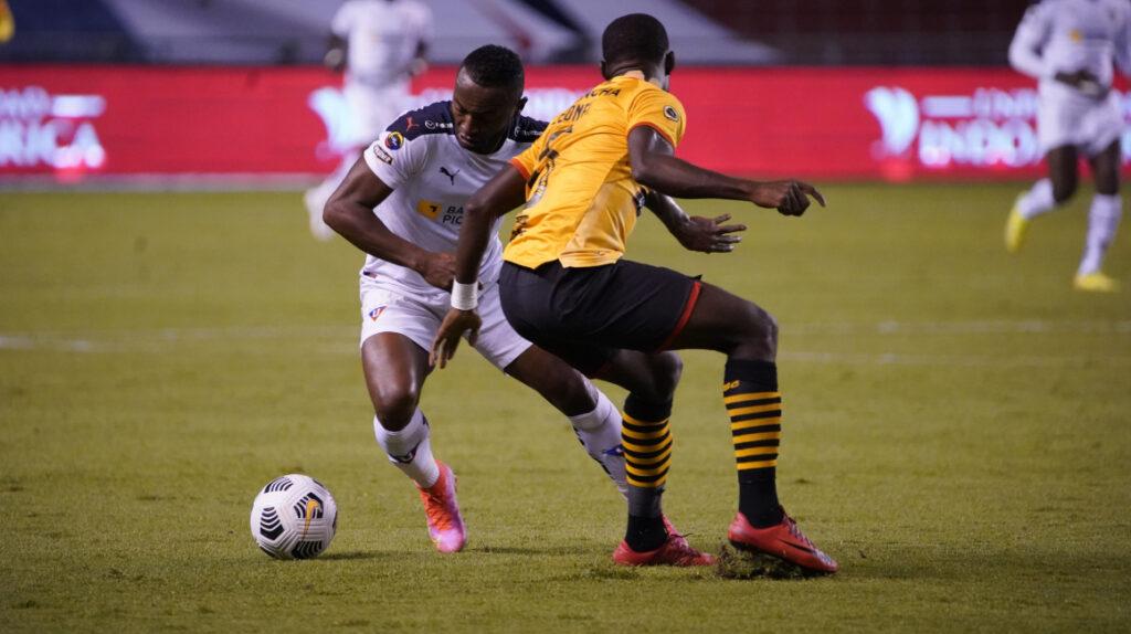 Liga de Quito y Barcelona empatan 2-2 y siguen invictos en la LigaPro