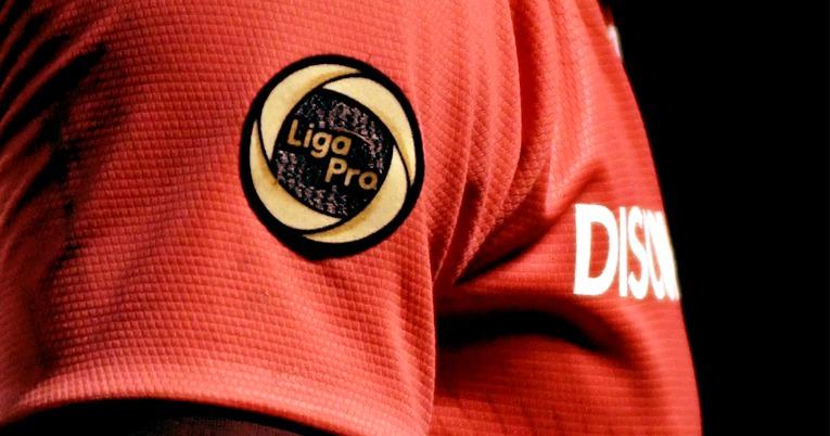 Camiseta alterna de Barcelona 2021 con el parche de campeón de la temporada 2020.