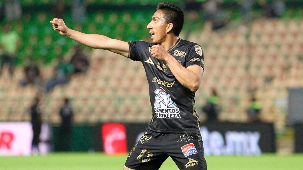 León le gana al Santos Laguna con un gol de Ángel Mena