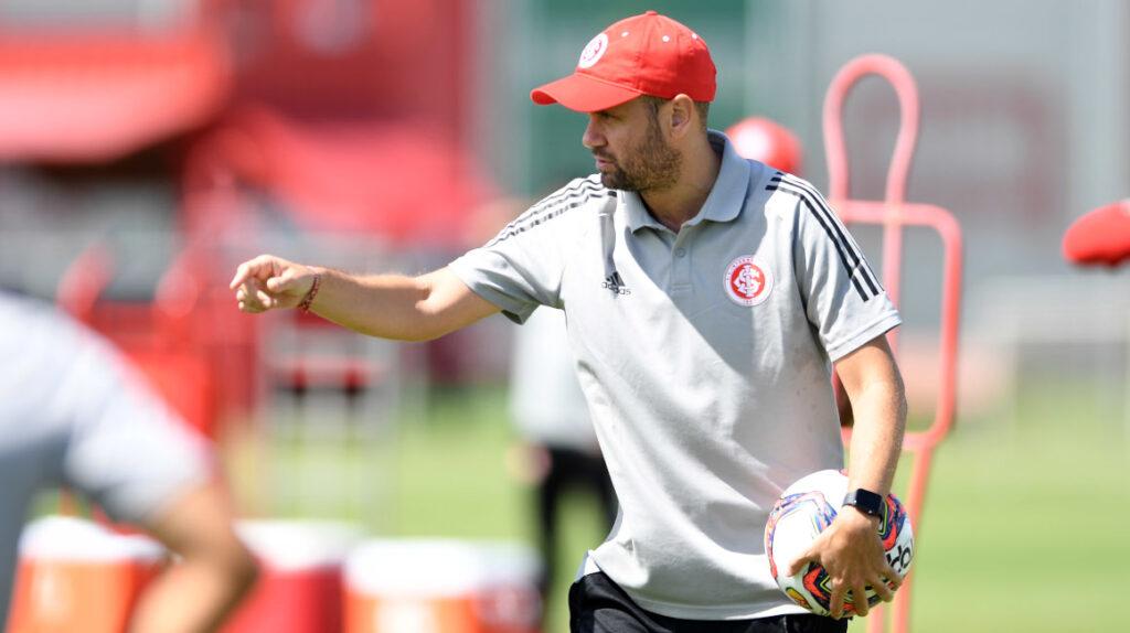 Miguel Ángel Ramírez será sancionado por invadir el área técnica