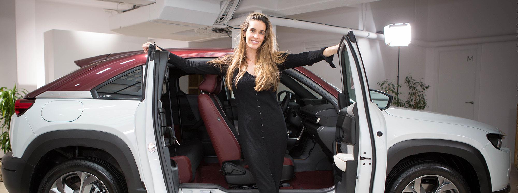 La nadadora Ona Carbonell es la nueva imagen del Mazda MX-30