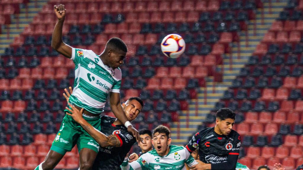 Félix Torres le dio la victoria al Santos Laguna ante Xolos