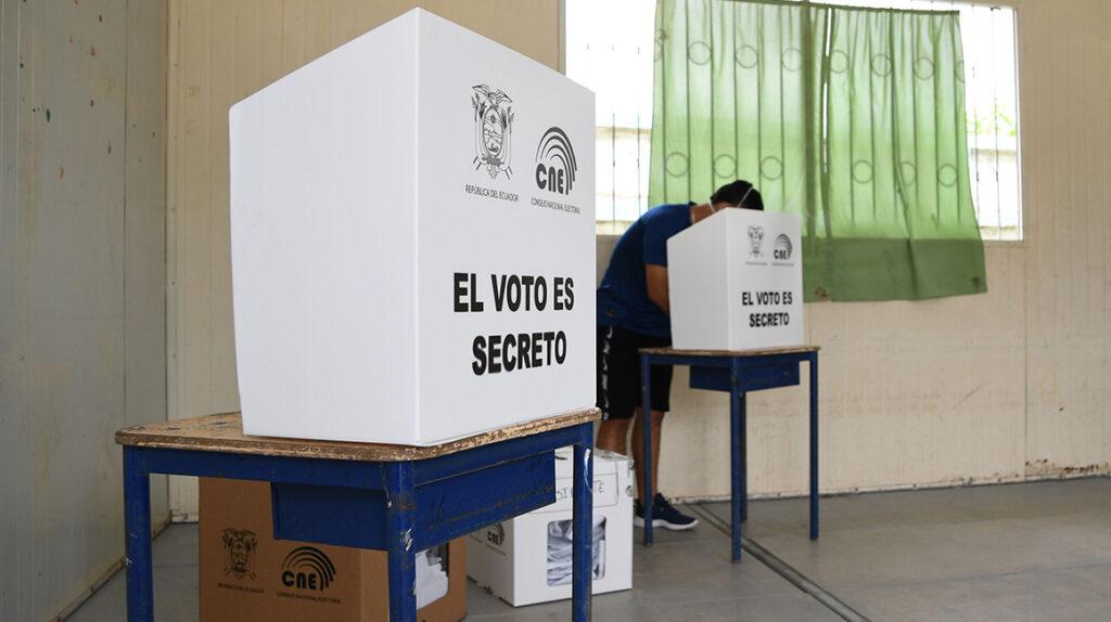 Arauz y Lasso buscan a los 5,7 millones de votantes que no los apoyaron en la primera vuelta