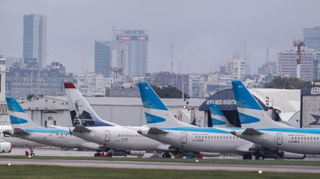 Argentina restringe vuelos desde Ecuador y otros cuatro países